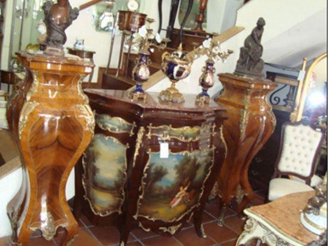 Antiquário com Aparadores e Cristaleiras Antigos em Pinheiros SP