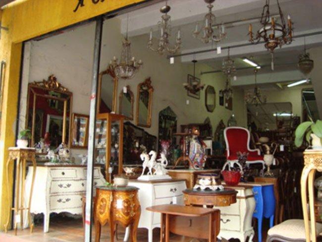 Antiquário com Sofás e Poltronas Antigas em São Paulo